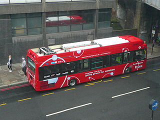 First London's HyFLEET:CUTE hydrogen fuel cell bus showing the six roof mounted hydrogen fuel tanks (Photo: Wikipedia-Creative Commons-Spsmiler)